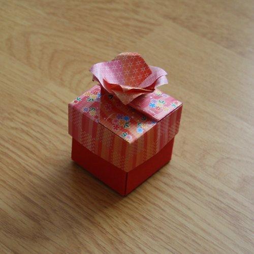 Krabička s květem