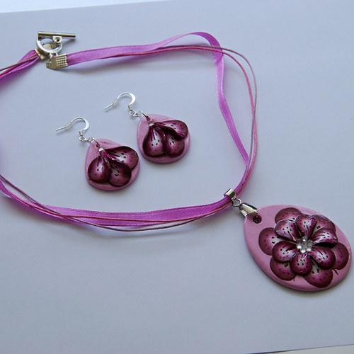 Růžová souprava s 3D kytičkou