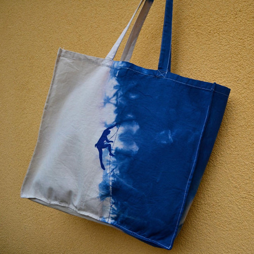Nákupní taška s modrým horolezcem