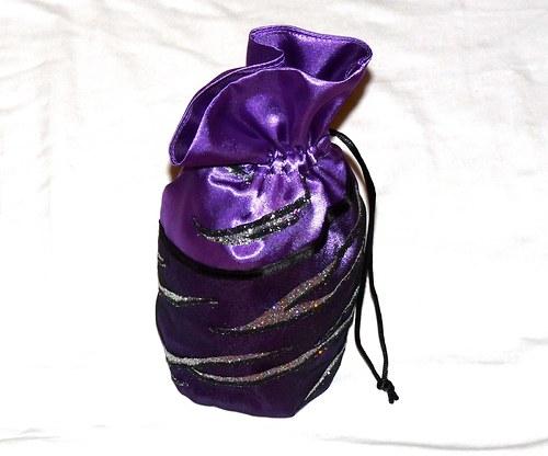 Saténová tmavě fialová pompadůrka
