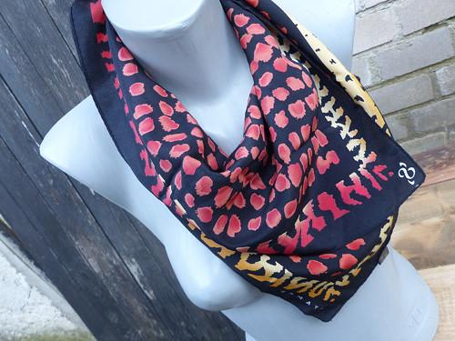 Ohnivě... hedvábný šátek