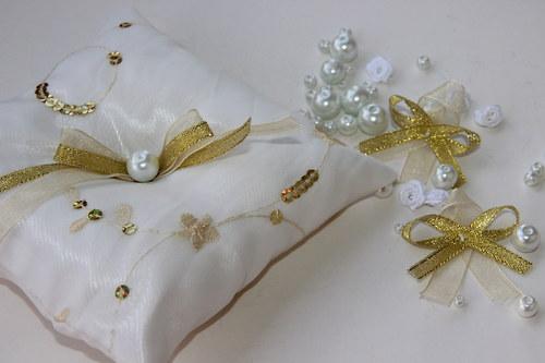 Zlatý polštářek na prstýnky
