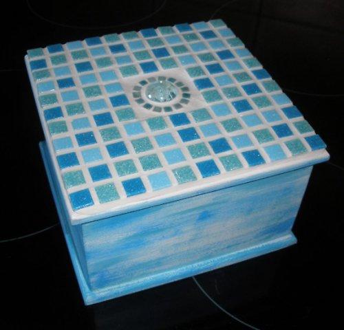 Dřevěná mozaiková krabička tyrkys