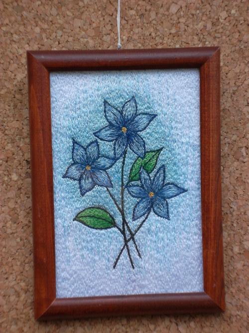 Vyšívaný obrázek - Květy Modrásky