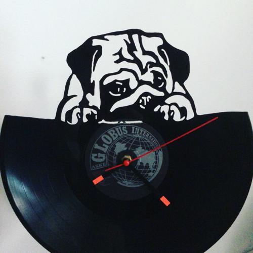 Originální hodiny   z gramodesky pes na vinylu