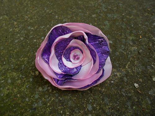 fialovorůžová růže - gumička do vlasů