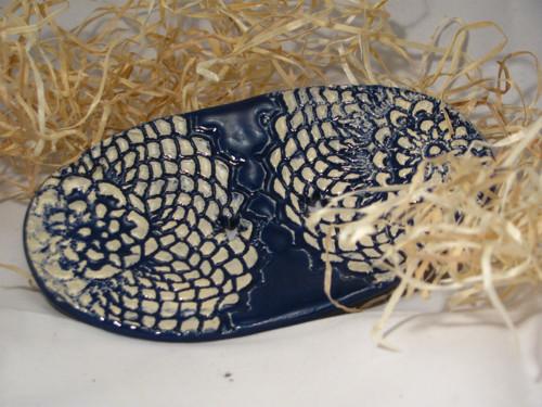 Mýdlenka oválná s krajkou -  modrá