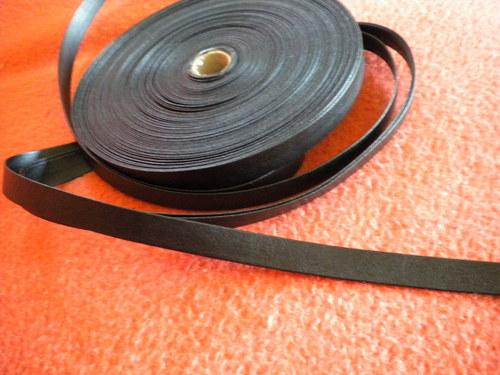 Koženkový černý proužek na zdobení