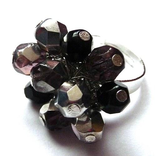 Stříbrno-černý prstýnek (9)