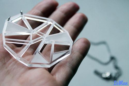 Čirý diamant s gravírováním