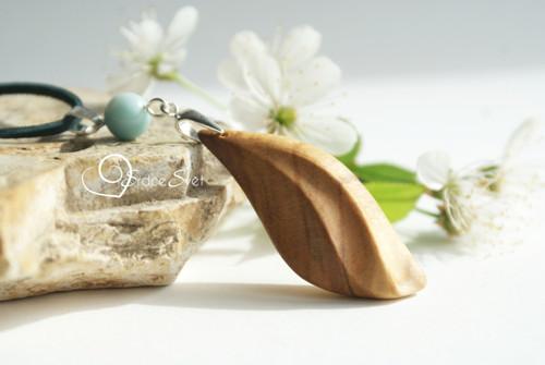 Žena v rovnováze - Třešňové dřevo