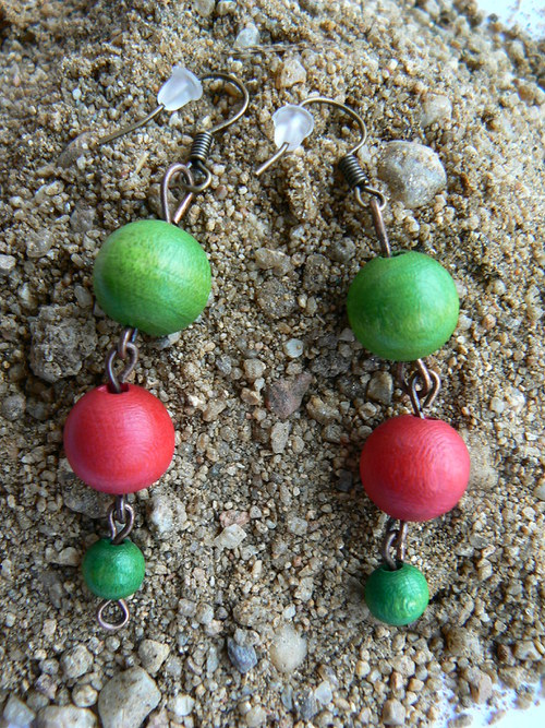 143 červeno-zelené dřevěné