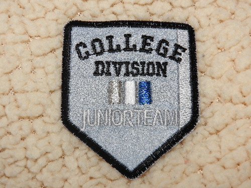 Nažehlovačka reflexní College Division