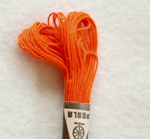 Vyšívací příze Perla - tmavě oranžová