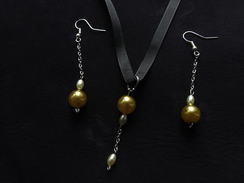 Korálky 23 - náušnice + náhrdelník