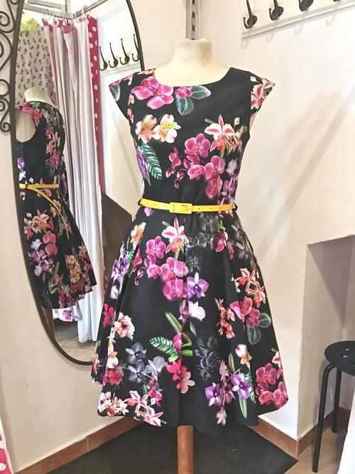 Květinové retro šaty