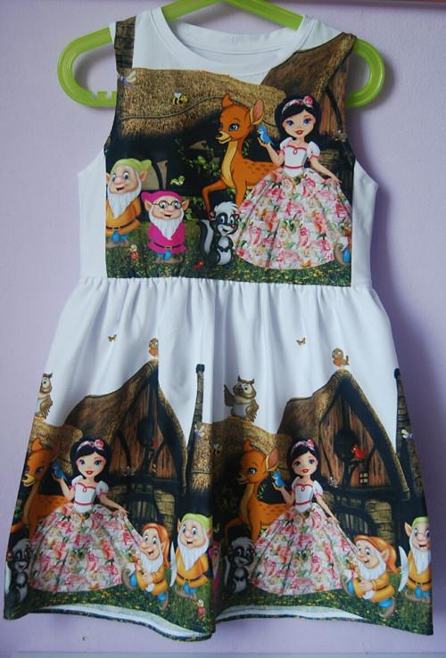 """Úpletove šaty pro holčičku \"""" Sněhurka\""""."""