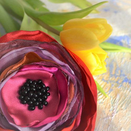 Brož i květ do vlasů Jarmilka