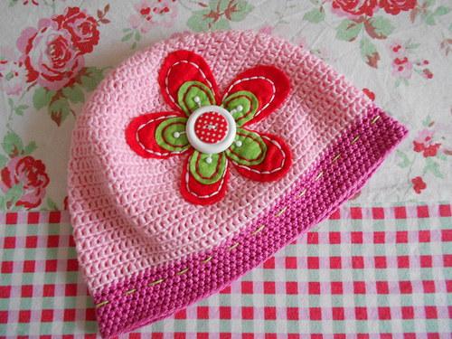 háčkovaná jarní čepice *** red flower ***