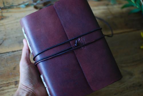 Velký deník s květinovou ražbou