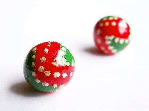 Zeleno-červená bíle tečkovaná kulička ((D17))