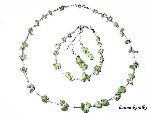 Souprava zelená - náhrdelník,náramek a naušnice