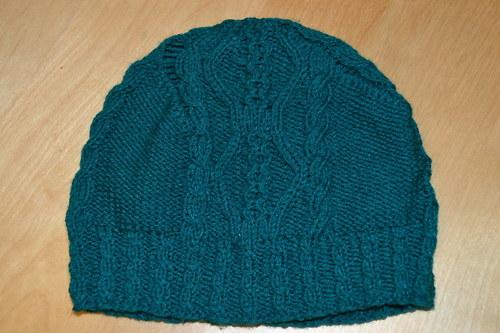 Pletená čepice s copánovým vzorem