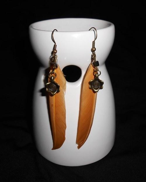 Náušnice peříčka - s kytičkou- béžovohnědé