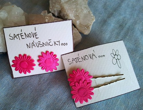 Saténová květinka do vlásků - růžová na stříbrné
