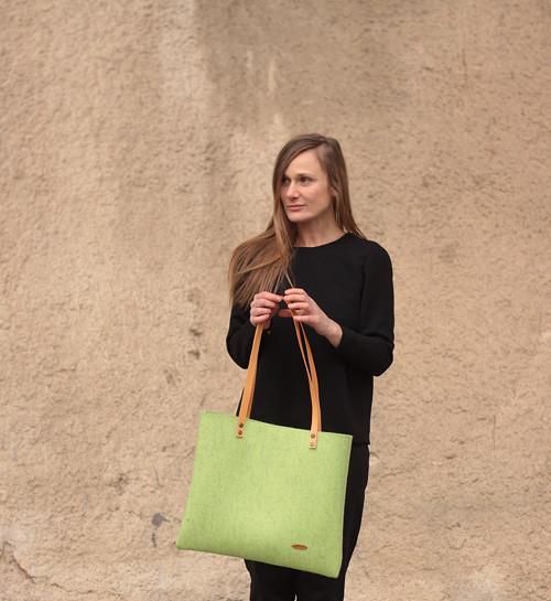 Velká taška z přírodní plsti, světle zelená