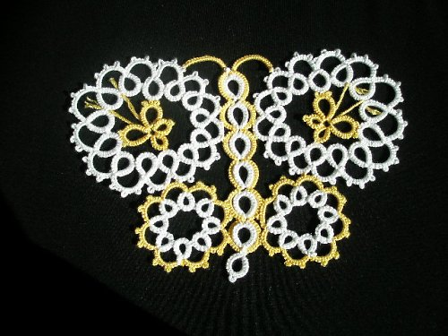 Frivolitkovaný motýl