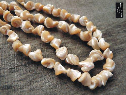 Perleťové nugety, cca 11x8 mm, 3 ks