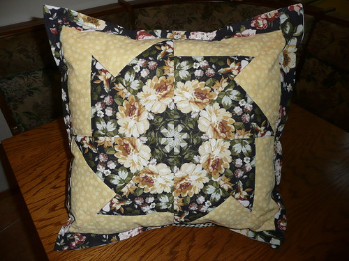 Květovaný polštář