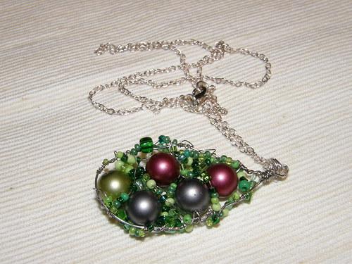 Jarní perly chycené v kapce