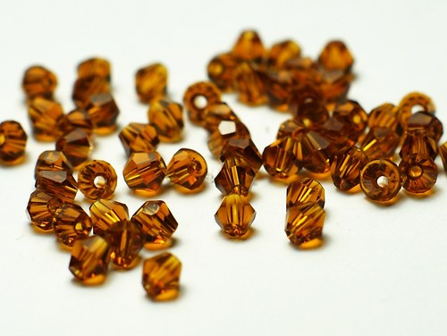 broušené korálky 4mm- šňůra