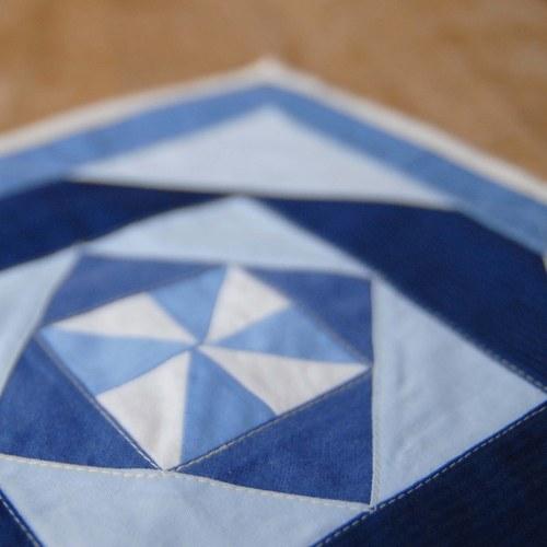 Prostírání, nebo obrázek - modrý větrníček...