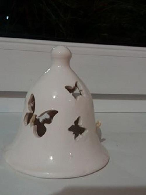 Keramický bílý zvoneček s motýlky