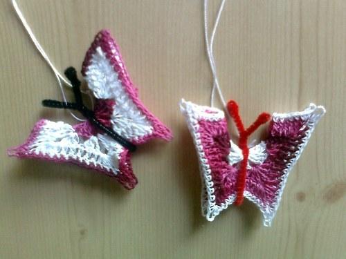 2x háčkovaný motýlek