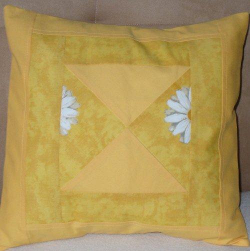 žlutý polštářek - Výprodej