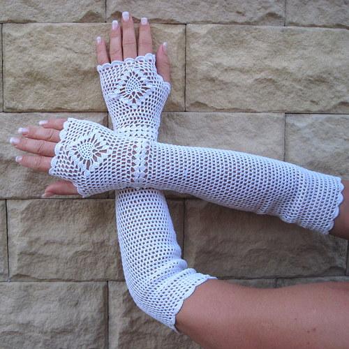 Háčkované krajkové rukavičky nad lokty