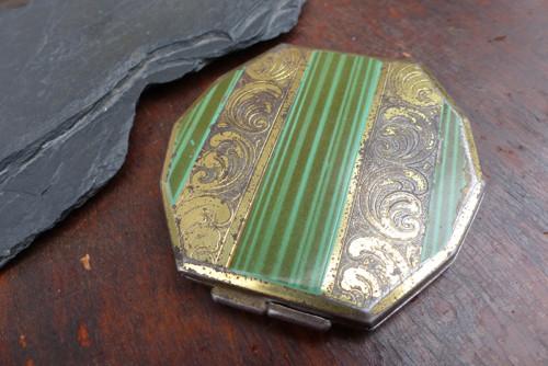 V odstínech malachitových...Art Deco  pudřenka