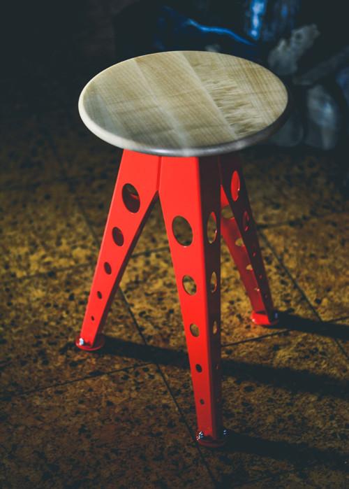 Industriální stolička - klasik (červená)