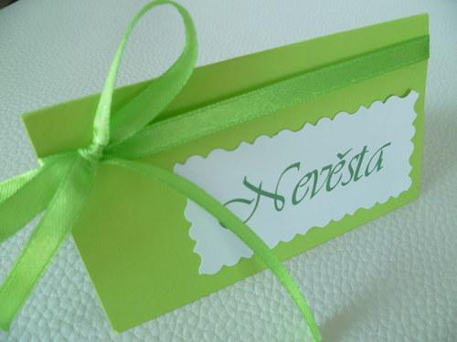 zelená jarní jmenovka na svatební stůl...