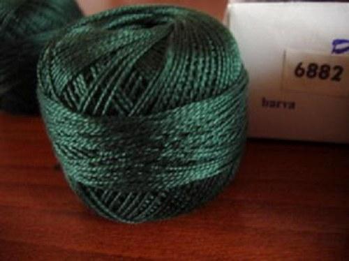 Vyšívací příze perlovka - tmavě zelená