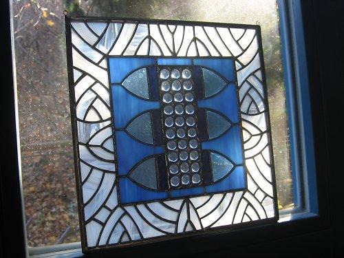 """závěsná vitráž - \""""modrý transformátor\"""""""