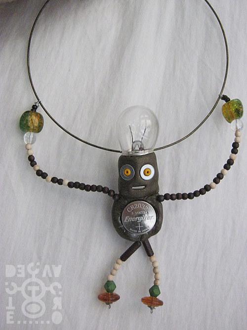 """Robot \""""CR2032 Energizer\"""" jako náhrdelník"""