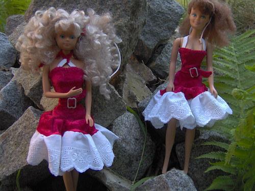 Krásné, elegantní společenské šaty pro Barbie