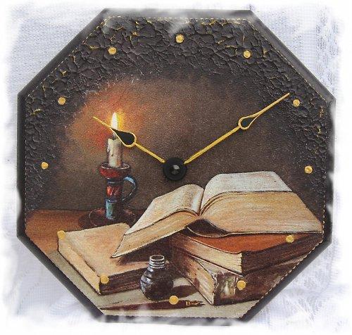 svíčka s knihou