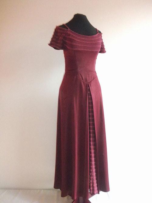 Společenské fialové šaty 544 -vel. 38