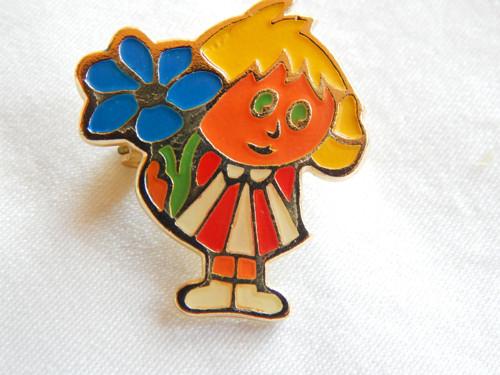 Holčička v jarní zahradě - brož